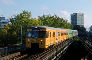Zug 470 136 bei Einfahrt in den Bahnhof Dammtor.