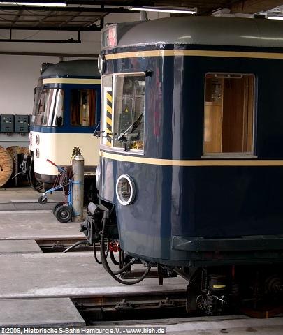 Am 17. Juni 2006 führten wir mit unserem Traditionszug 470 128 ein letztes Mal vor seinem Fristablauf eine Abendfahrt durch. Hierbei traf er auf den heutigen Museumszug ET/EM 171 082, welcher 2006 kurz vor der Fertigstellung stand und seit 2007 lebendig an die Geschichte der Hamburger S-Bahn erinnert.