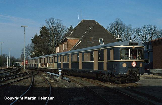 Am 12. Januar 2000 wurde der künftige Museumszug der S-Bahn, bestehend aus 471 182, 871 074 und 471 482 im Werk Ohlsdorf mit der werkseigenen Kleinlok 333 028 rangiert. Die Öffnungen der bereits herausgenommenen Türen und Fenster sind mit Sperrholzplatten verschlossen.