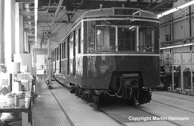Triebwagen 471 182 in der Lack- und Tischlerwerkstatt.