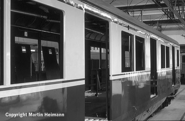 Im Mittelwagen 871 074, künftig EM 171 082 genannt, hat sich inzwischen auch einiges getan.