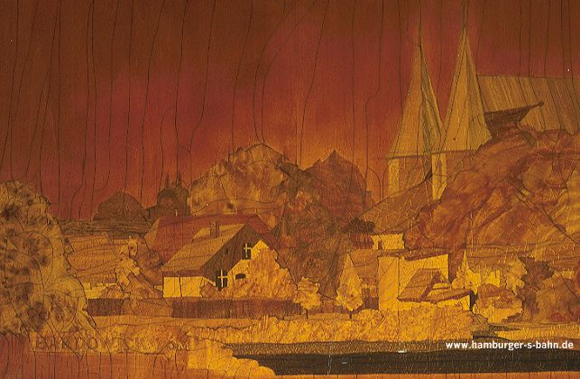 In den beiden Stirnwänden und in der Trennwand zwischen Raucher- und Nichtraucherabteil in der Mitte des Mittelwagens befanden sich bei den Triebzügen 001 bis 028 Intarsien (Holz-Einlegearbeiten) mit norddeutschen Motiven. Diese etwa 100x30 cm großen Intarsien sollen auch im Museumszug nachgebildet werden.