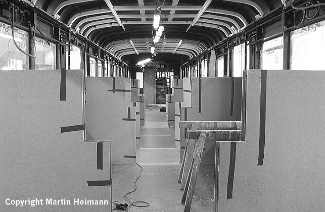 Blick in den Wagen 471 182 vom Kurzkuppelende zum Traglastenabteil wenige Tage vor dem Einbau der Abteil-Trennwände.