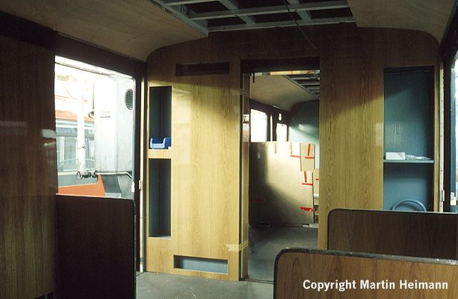 Das Traglastenabteil von 471 182. Hier ist zwar noch einiges zu tun, aber man kann schon erahnen, was für ein Schmuckstück der Museumszug einmal sein wird.