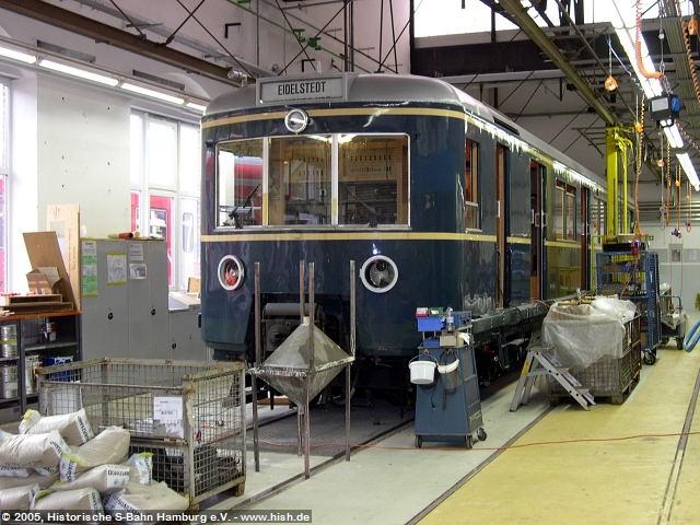 Der ET171 082a wurde als zweiter Wagen in den Innenausbau genommen. Seine Wandverkleidungen sind inzwischen ebenfalls fertig so daß nun im wesentlichen noch die Sitzeinbau und der Feinausbau stattfinden muß.
