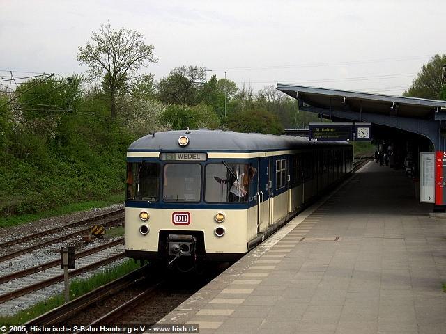 Vor der Presseveranstaltung stand unser Traditionszug 470 128 bereits einmal im Haltepunkt Rübenkamp Modell. Schön ist er geworden, der Zug!