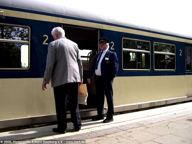 Unsere Schaffner standen jederzeit zu einem Pläuschchen rund um die S-Bahn zu Verfügung, das stelle man sich heute im Regelbetrieb der S-Bahn vor...