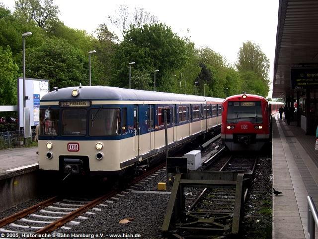 So konnte in Pinneberg auch S-Bahn anno 1993 vs. S-Bahn anno 2005 im Bild festgehalten werden. 470 128 trifft 474 055.