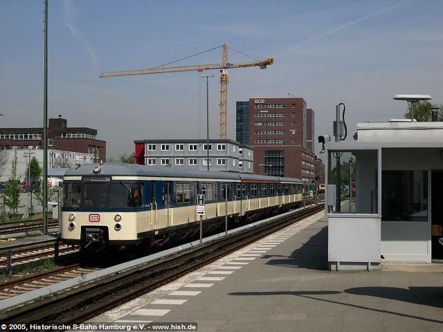 In Poppenbüttel konnte der 470 128 nochmals ausgiebig in ganzer Schönheit abgelichtet werden, nachdem der Zug auf Gleis 3 umrangierte.