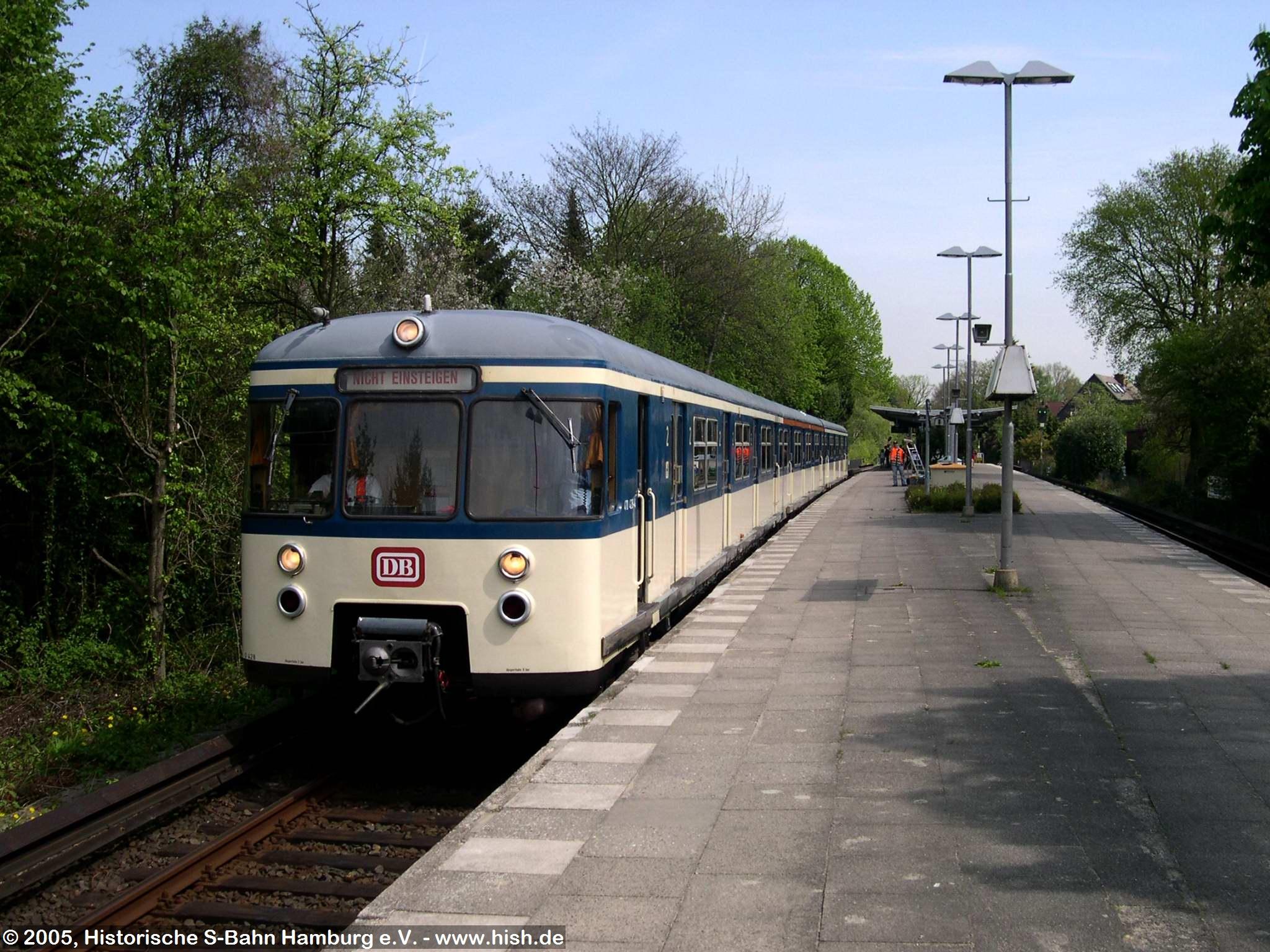 Auf der Rückfahrt nach Ohlsdorf entstand anläßlich eines kurzen Haltes in Kornweg noch dieses Bild vom 470 128.