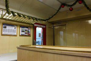 Erstmalig sind nun auch die Traglastenabteile weihnachtlich geschmückt. Hier wartet dann ab dem kommenden Wochenende unser Gastro- bzw. Souvenirteam auf Sie!